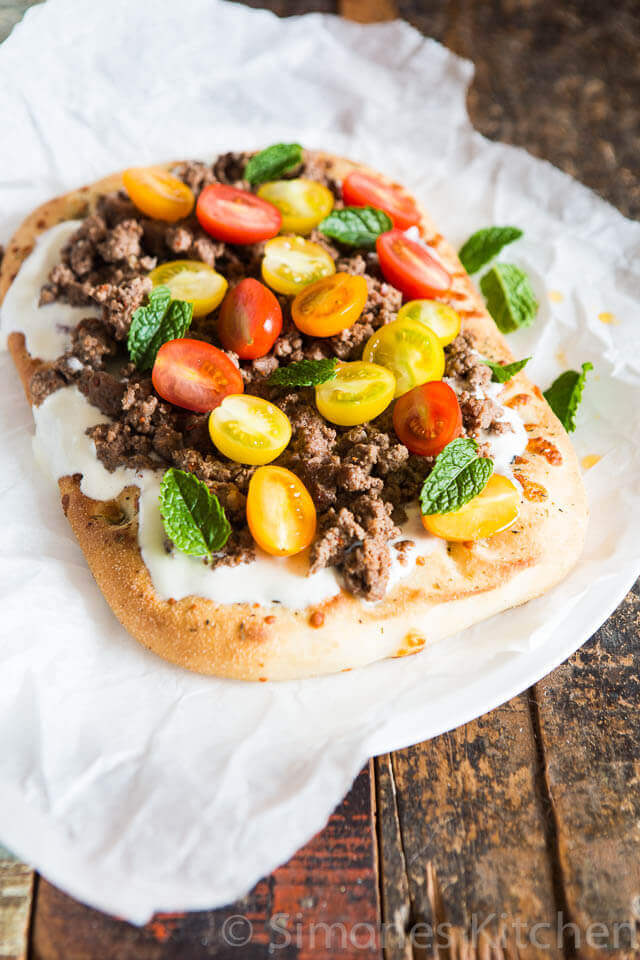 Spicy flatbread with minced meat | insimoneskitchen.com