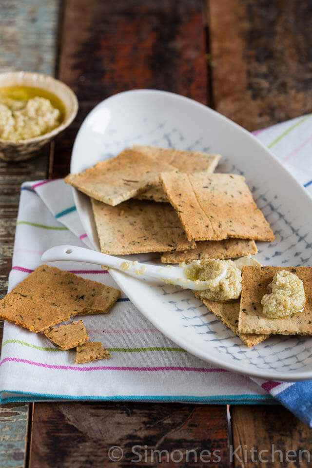 Herbal crackers | insimoneskitchen.com