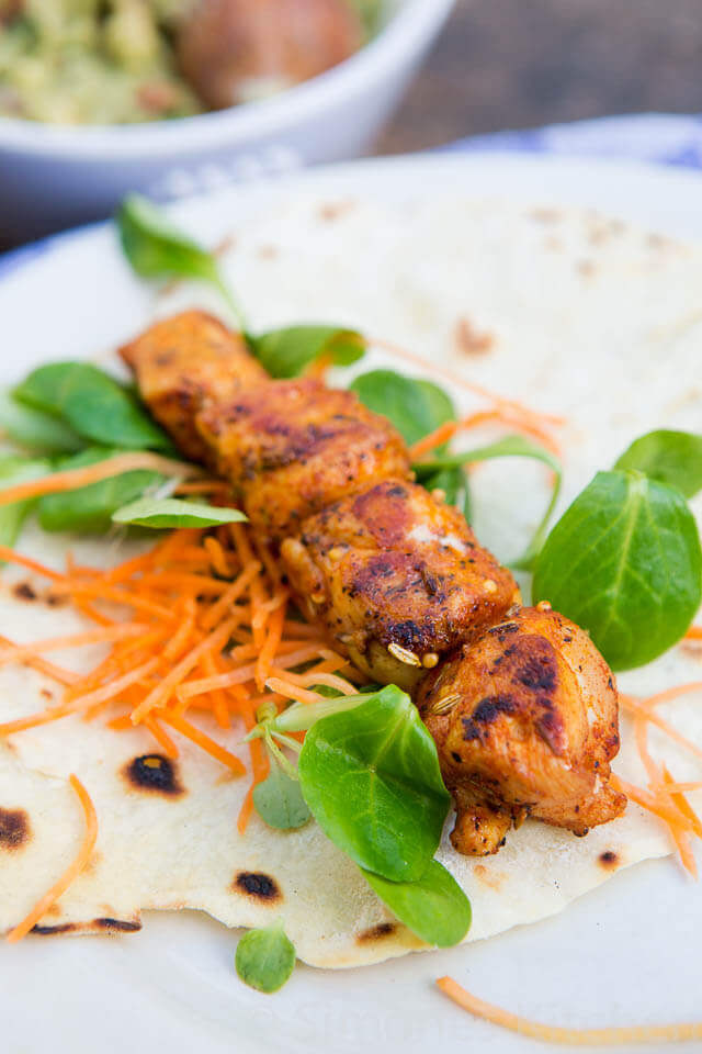 Delicious chicken skewers with tortilla's | insimoneskitchen.com