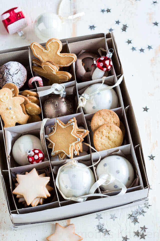 Christmas cookies in bauble box | insimoneskitchen.com