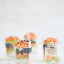 Sushi met romige zalm en pittige avocado | simoneskitchen.nl