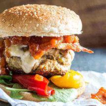 Homemade kipdij hamburger met bosuitjes | simoneskitchen.nl