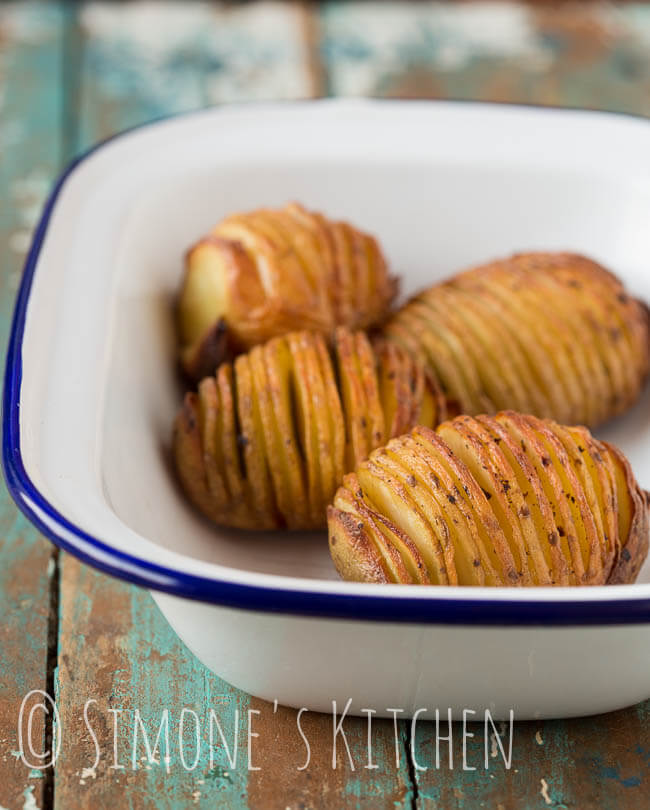 Zelf de lekkerste hasselback aardappeltjes maken | simoneskitchen.nl