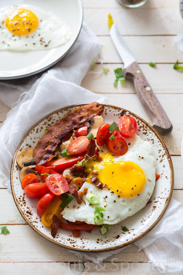 breakfast-with-tomatoes-and-bacon-2