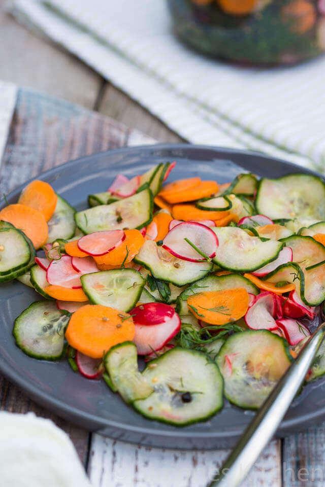 Zuur van de azijn is ook ideaal om groentes in te leggen | simoneskitchen.nl