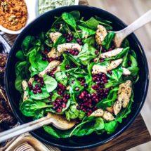 Simoneskitchen - Welke koolhydraatarme producten moet je altijd op voorraad hebben - Salade kip en spinazie | simoneskitchen.nl