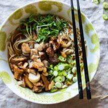 Ramen noodles met buikspek en paddenstoelen | simoneskitchen.nl
