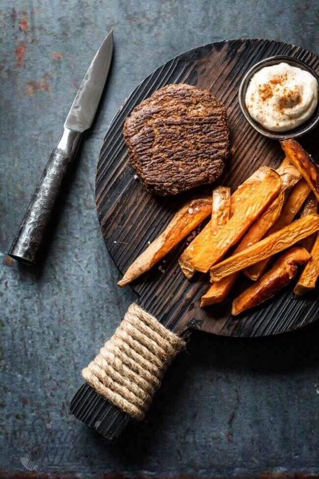 Paddenstoelenburger met zoete aardappel friet | simoneskitchen.nl