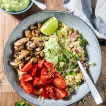 Bloemkool bowl met romige avocadodressing