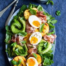 avocadosalade met gegrilde perzik